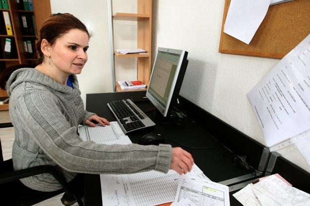 """""""Robila som šičku, ale tu som sa zdokonalila v práci na počítači a popritom som si urobila kurz podvojného účtovníctva,"""" pochválila sa Zuzana Plichtová, ktorá pracuje od septembra 2015 v administratíve združenia."""
