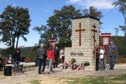Na snímke pietny akt kladenia vencov na cintoríne z I. svetovej vojny v obci Veľkrop 28. septembra 2018 počas jeho sprístupnenia po rekonštrukcii.