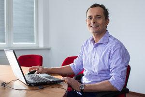 Radoslav Proch�zka bol online: So Smerom nejdeme, chceme vl�du pre stredn� vrstvu