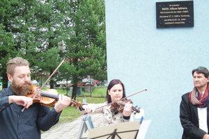 Malú slávnosť otvorilo hudobné duo z Námestova, vpravo Karol Kurtulík, jeden z iniciátorov myšlienky.