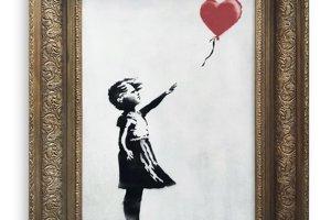 Dievča s balónom nečakane prešlo skartovačkou.