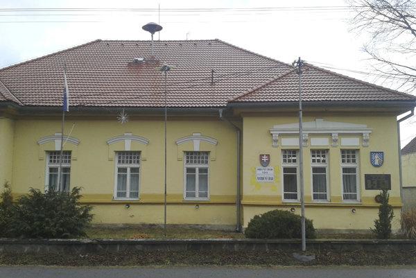 Obecný úrad v Sáse.