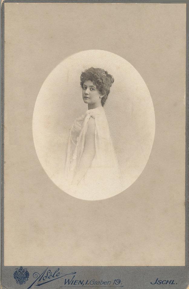 Portrét 35-ročnej Márie Henriety Chotekovej. Rok 1898.
