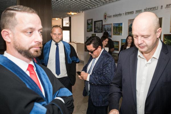 V prípade čelia obvineniam väzobne stíhaný podnikateľ Marian Kočner a bývalý riaditeľ TV Markíza Pavol Rusko.