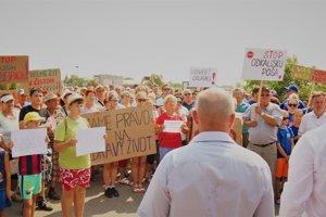 Protest proti odkalisku.