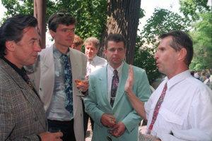 František Mrázek na fotografii tretí zľava.