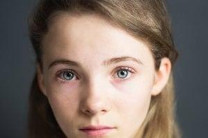 Kľúčovú rolu Ciri si zahrá herečka Freya Allan. Hrala napríklad vo filmoch War od the Worlds či Into the Badlands.