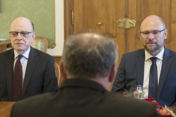 Na snímke zľava poslanec NR SR (SaS) a člen Ústavnoprávneho výboru NR SR Alojz Baránik, prezident SR Andrej Kiska.