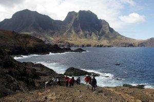 Ostrov Robinson Crusoe, kde žil Selkirk, dnes patrí Čile.