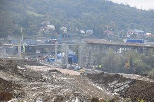 Základný kameň poklepali 24. januára 2017, stavbu plánujú dokončiť v decembri 2020.