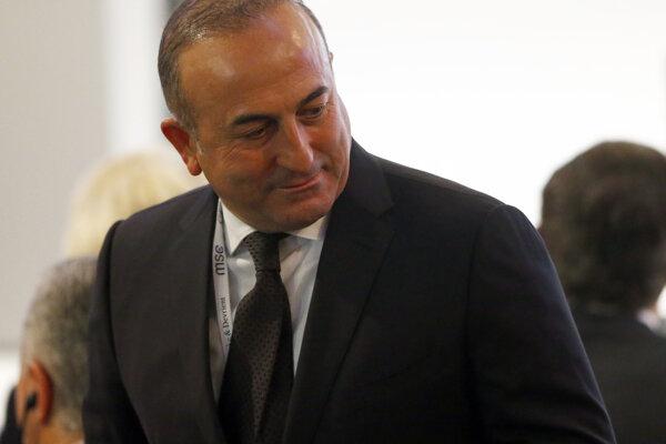 Turecký minister zahraničných vecí Mevlut Čavušoglu.