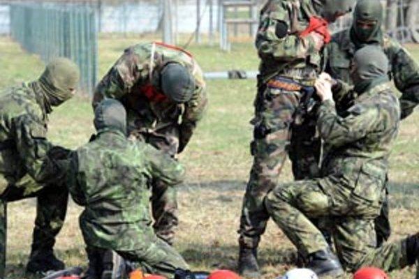 Príslušníci 5. pluku špeciálneho určenia v Žiline.