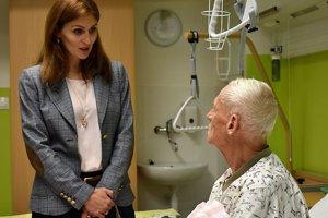 Ministerka pri návšteve považskobystrickej nemocnice hovorila aj s pacientami.