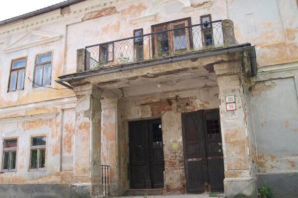 V dome, kde žil spisovateľ boli byty kedysi a môžu byť aj v budúcnosti.