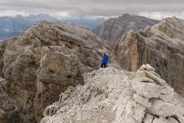 Vrchol Fanesspitze (2980 m).