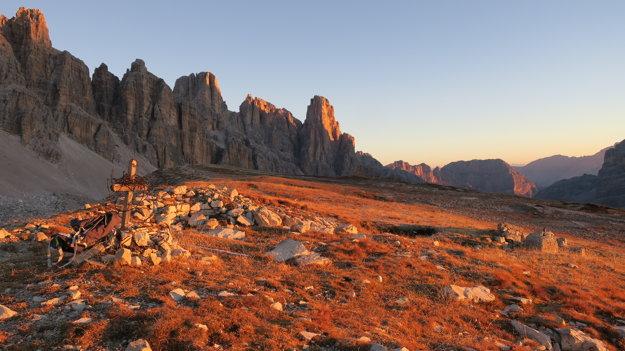 Východ slnka v Dolomitoch.