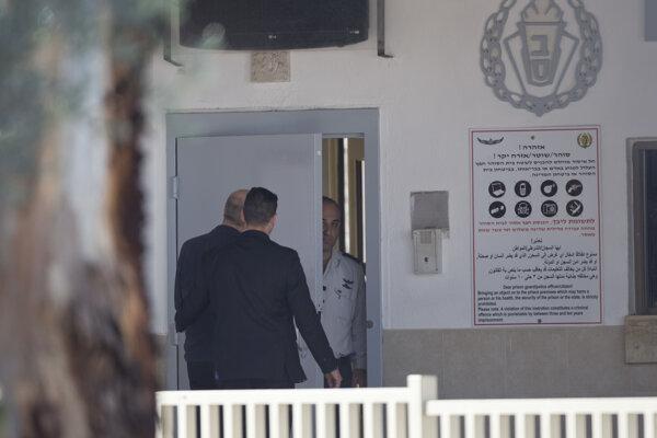 Ehud Olmert nastúpil ako odsúdený do väzenia.