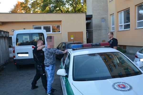 Polícia zadržala obvineného.