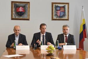 Predseda BBSK Ján Lunter, predseda PSK Milan Majerský, predseda KSK Rastislav Trnka.