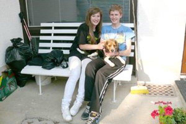 Marek, Katka a neposlušný psík, ktorý priniesol svojej majiteľke šťastie.