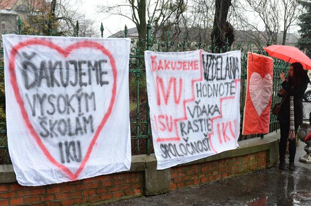 Symbolické odovzdanie štafetového kolíka pedagógom vysokých škôl v Košiciach.