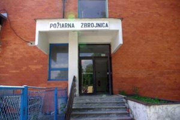 Okresný výbor DPO našiel útočisko v hasičskej zbrojnici v Beluši .