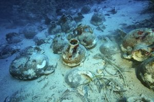 Ilustračná fotografia. V Čiernom mori našli 2400 rokov starý nedotknutý vrak starovekej gréckej obchodnej lode. Tento druh lode doteraz vedci poznali len z rôznych vyobrazení.