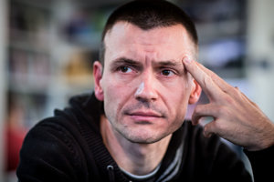 Petrovi Tóthovi mal na diskreditácii novinárov pomáhať bývalý zástupca šéfa sledovačky SIS Miroslav Kriak.