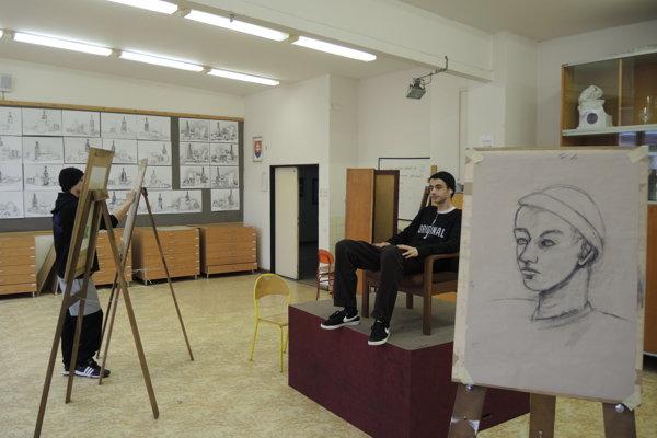 Figurálna kresba na Strednej umeleckej škole v Trenčíne.