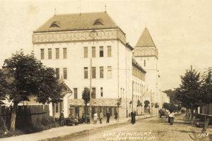 Budova gymnázia M.M. Hodžu