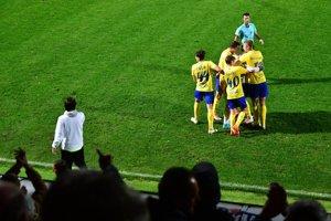 Hráči Michaloviec sa radujú po jednom z gólov.