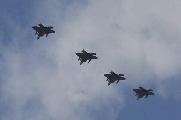 Pchjongjang bude pravdepodobne vnímať príchod amerických lietadiel ako hrozbu.