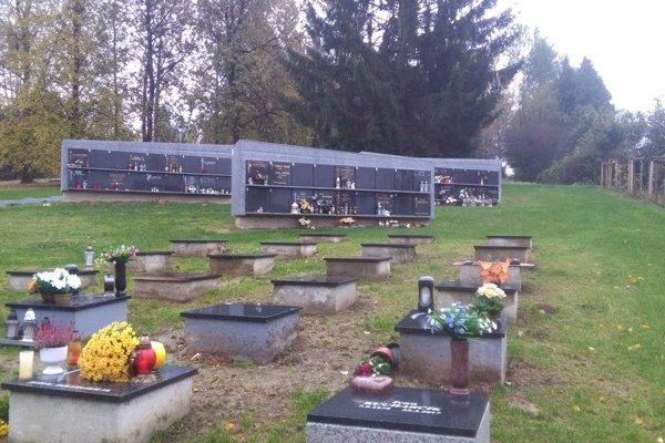 Nový urnový háj na Vojenskom cintoríne na Bôriku.