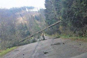 Na sociálnych sieťach vodiči informujú o aktuálnej situácii na oravských cestách.