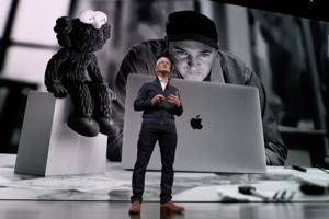 Šéf Apple - Tim Cook počas predstavenia.
