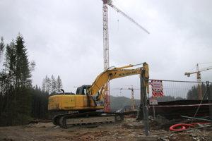 V Jasnej úradujú stavebné stroje