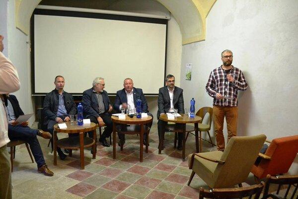 Radoslav Kovács s kandidátmi. ZDROJ: KKC KLÁŠTOR