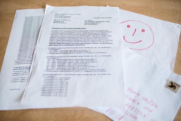 Na jednom z listov v anonymnej zásielke, v ktorej boli dokumenty k ďalšiemu prevodu Technopolu, bol nakreslený veľký smajlík. List môže pochádzať od ľudí z partie okolo Mariana Kočnera.