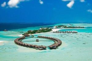 Maledivy, krajina nádherných pláží a rozsiahlych plytčín.