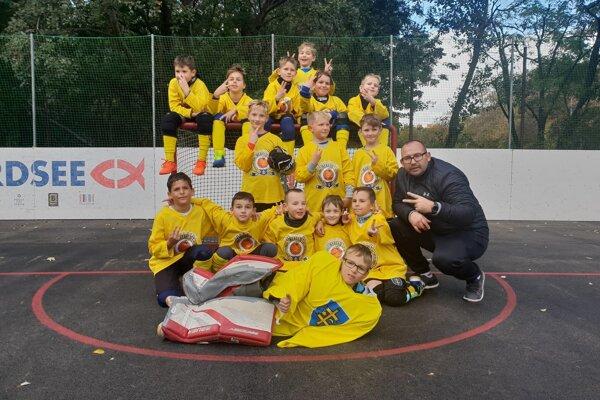 Topoľčianski hokejbalisti.