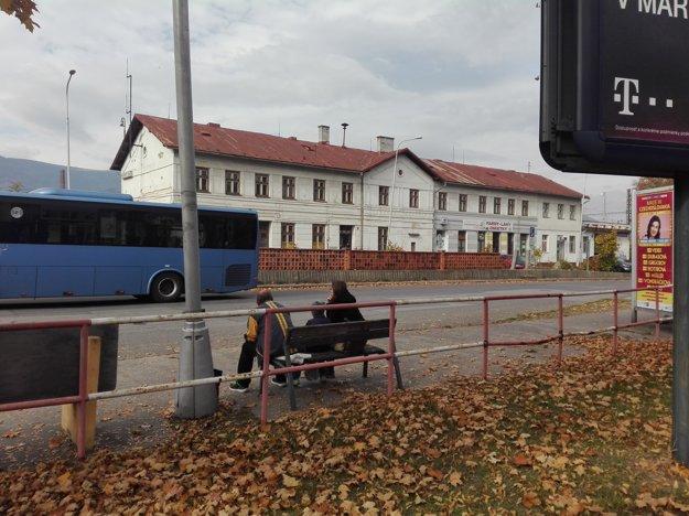 Priestor pred Železničnou stanicou v Martine.