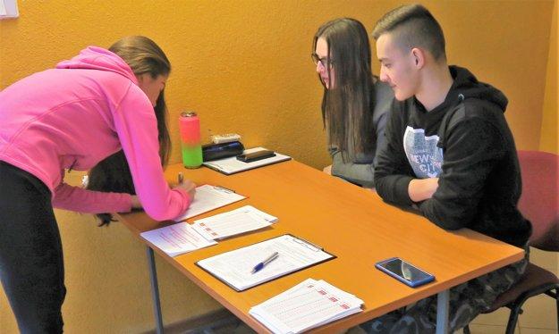 V Žaškove počas volieb zbierajú aj podpisy pod petíciu za zastropovanie odchodu do dôchodku.