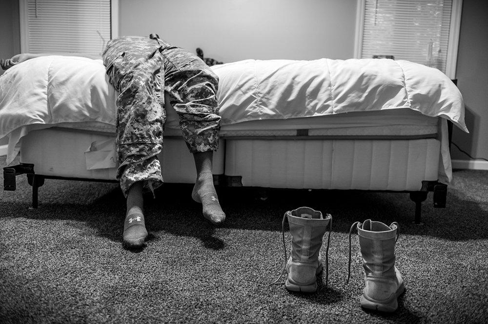 Armádna špecialistka Natasha Schuettová bola pod tlakom, aby neohlásila napadnutie počas základného výcviku vo Fort Jackson, (prvá cena/dlhodobý projekt.) Mary F. Calvert/World Press Photo.