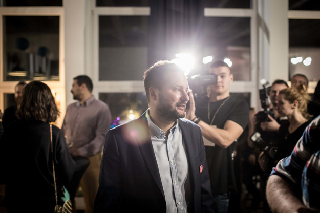 Matúš Vallo predstúpil pred novinárov.