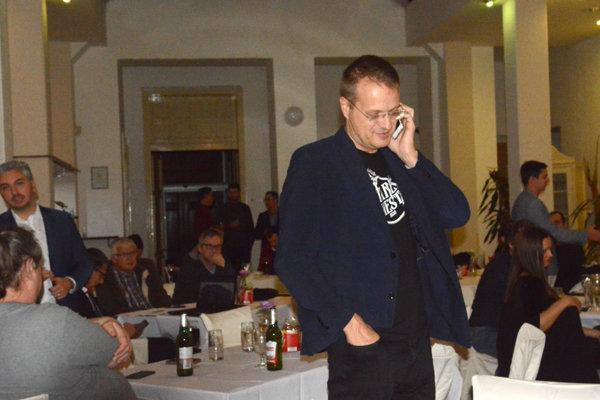 Novozvolený starosta Starého mesta Igor Petrovčik bol počas volebnej noci v Polačekovom štábe.