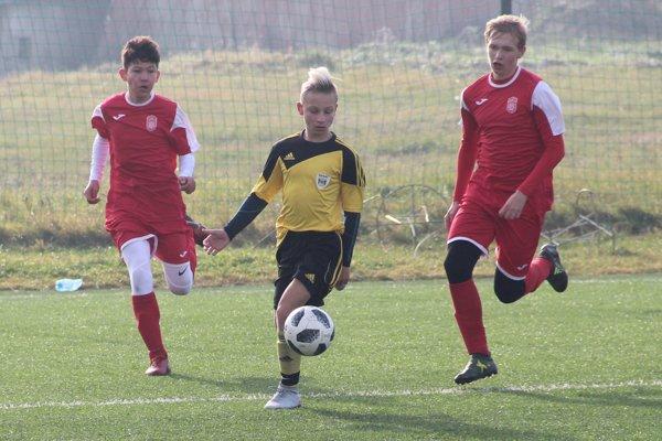 Námestovská U15 (v žltom) nestačila na súpera po výsledku 0:3.