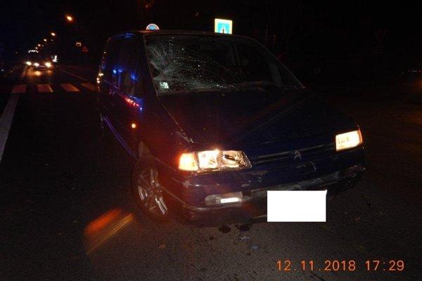 Nehoda sa stala na hlavnej ceste, ktorá prechádza cez Krupinu.