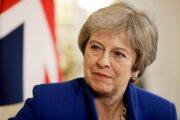 Britský bulvárny denník The Sun uviedol, že britská premiérka Theresa Mayová, ktorej kabinet nie je v otázke brexitu jednotný, si ministrov bude v utorok večer predvolávať po jednom.
