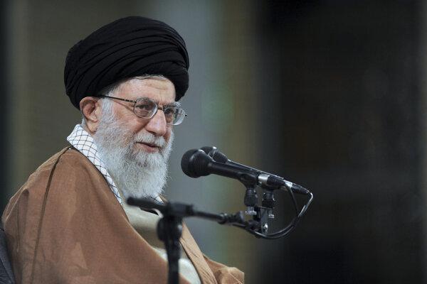Najvyšší duchovný vodca ajatolláh Alí Chameneí zriadil súdy na boj proti ekonomickej kriminalite.