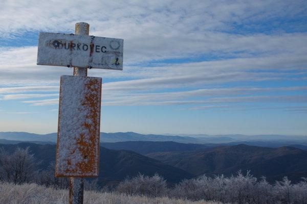 Vrch Ďurkovca odkiaľ pri dobrom počasí vidieť Vysoké Tatry.